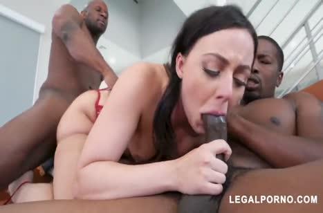 Девочка красуется в сексуальном белье и дает черным 2
