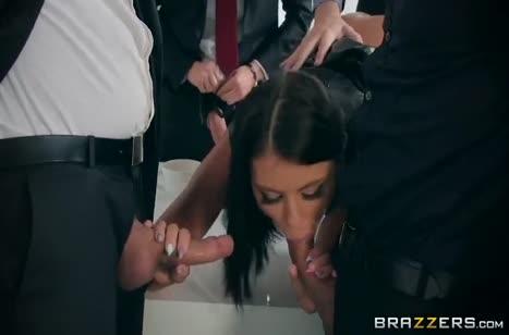 После деловой встречи Адриана Чечик соблазнила мужиков на порно 2