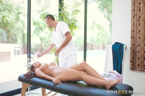 Reena Sky пришла на массаж и заодно смачно потрахалась 2