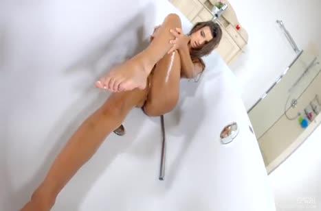 Maria Rya мастурбирует дырку любимой секс игрушкой 4