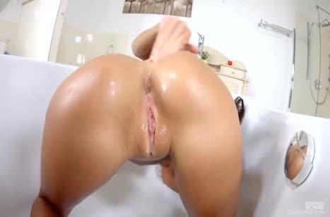 Maria Rya мастурбирует дырку любимой секс игрушкой 6