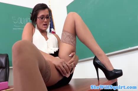 Сексуальная училка соблазнила студента на трах после занятий 2