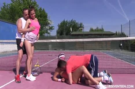 После тенниса телочки устроили с партнерами групповуху 3