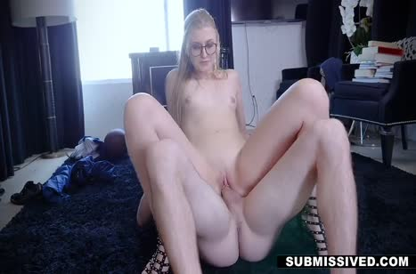 Жарко прокатил на члене очкастую блондинку 6