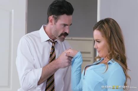 Пухлая Natasha Nice оскверняет с коллегой кабинет 1